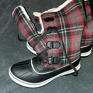 Adorable Skechers plaid winter boots